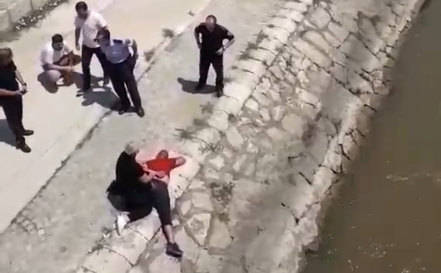 Драма во Центар: Полицајка го преплива Вардар за да фати крадец (ВИДЕО)