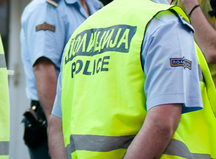 Со боксирач претепал тројца полицајци среде Скопје