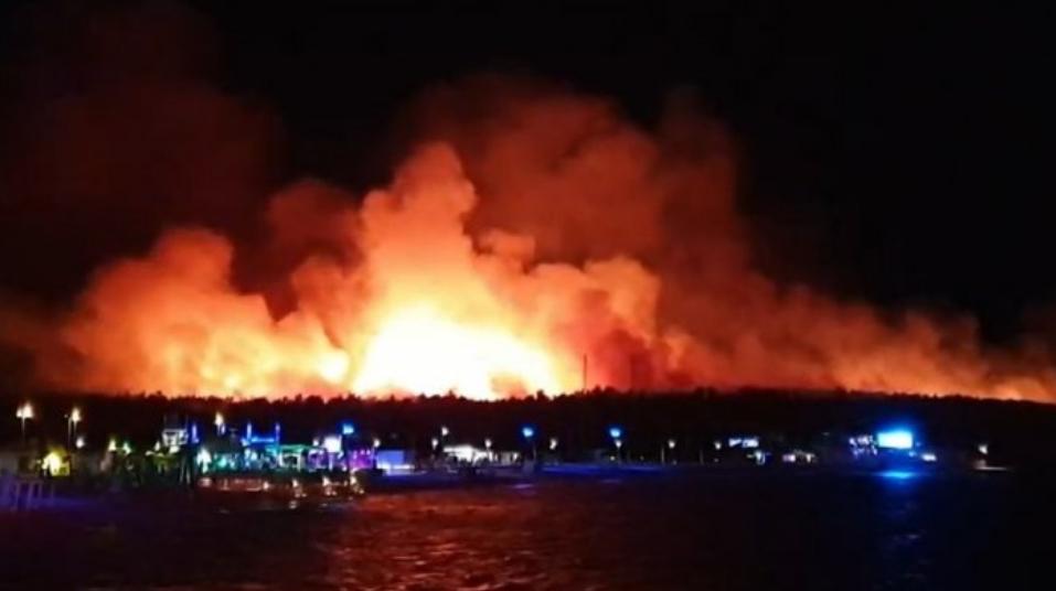 Голем пожар на хрватски остров, 10.000 евакуирани (ВИДЕО)