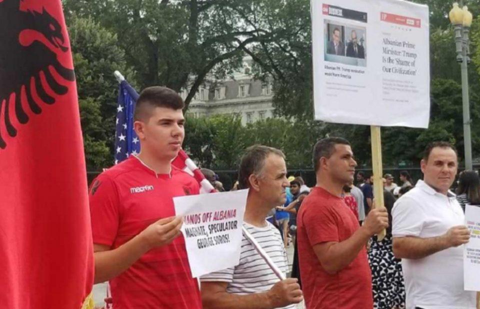 Албанци протестираа пред Белата куќа против Рама и Сорос