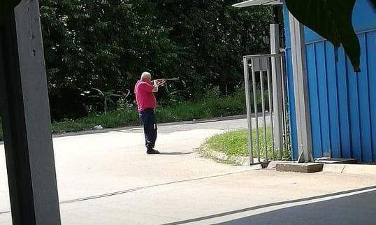 ФОТО: Маж со пушка пука во кучиња кај поранешната А1 телевизија