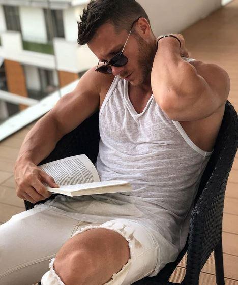 Позираше полугол за својот роденден на јахта, а кога ќе видите која желба ја посакува Саша Ковачевиќ ќе останете во неверување (ФОТО)
