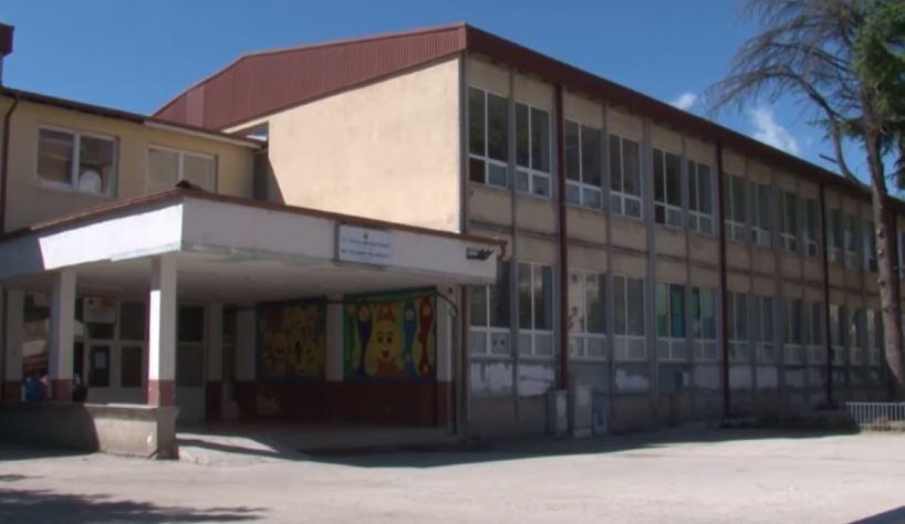 Во Струга и Охрид се намалува бројот на деца во прво одделение, причина иселувањето