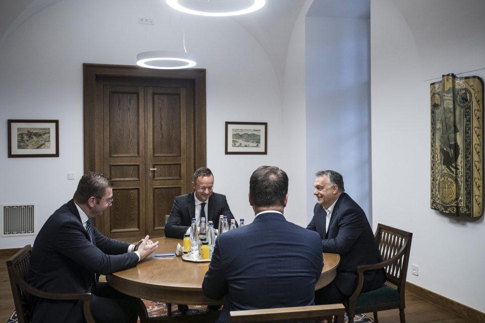 Средба Мицкоски-Орбан: Граѓаните не смеат да бидат заложник на неспособноста на Владата (ВИДЕО)