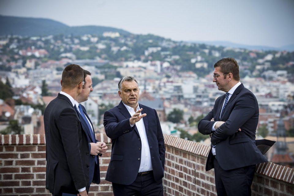 ФОТО: Мицкоски во Унгарија пречекан со највисоки државни почести