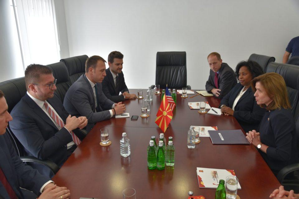ФОТО: Мицкоски ја оствари првата официјална средба со новата американската амбасадорка Кејт Мери Брнс