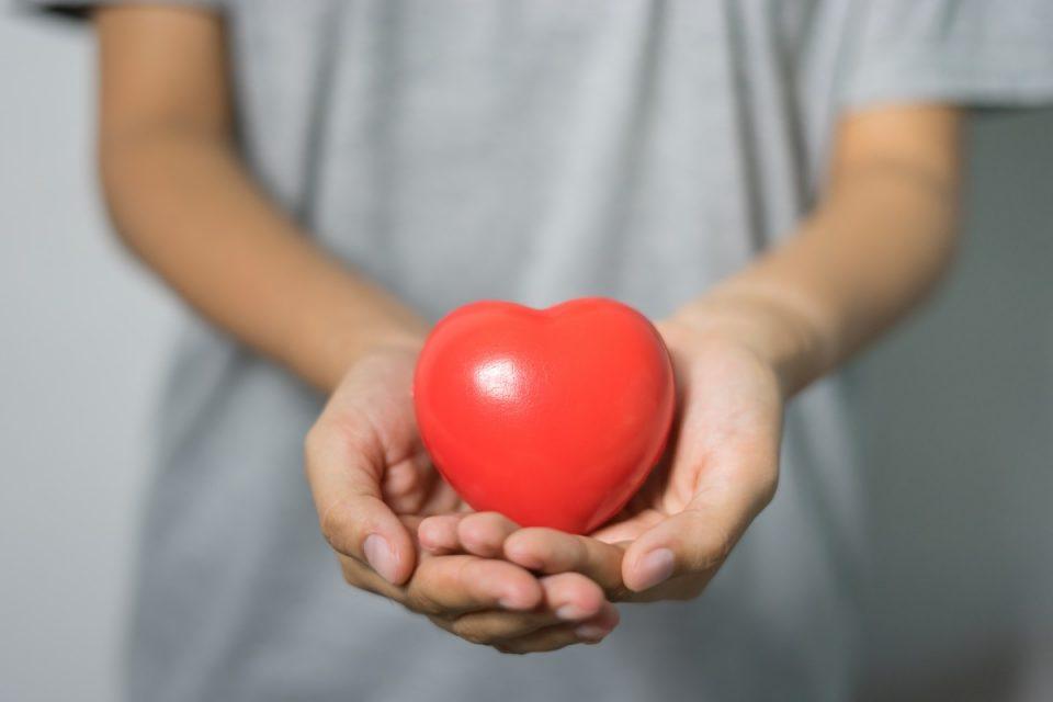 Како да постапите ако некој покрај вас доживува инфаркт?