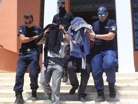 Турското обвинителство издаде наредба за апсење на 250 воени офицери, за врски со Ѓулен