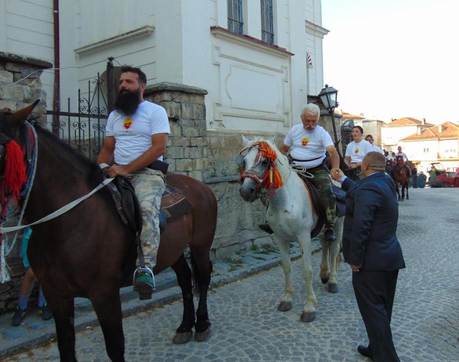ФОТО: Погача, сол и вино- Коњаниците стигнаа во Крушево