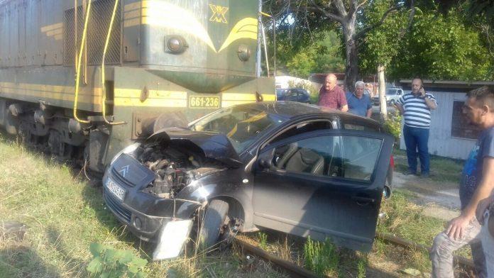 ФОТО: Воз удри во автомобил кај скопско Кондово
