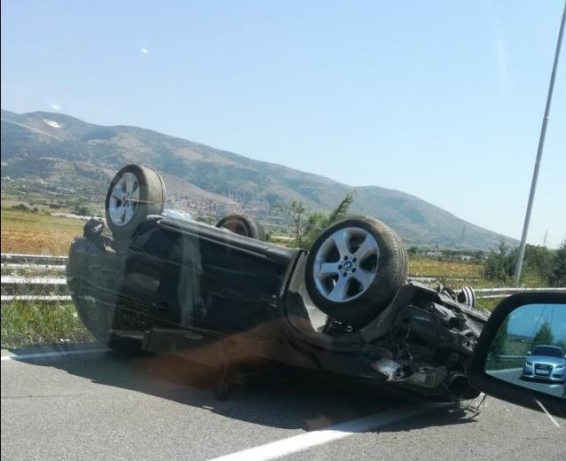 Возило превртено на скопската обиколница, возете внимателно! (ФОТО)