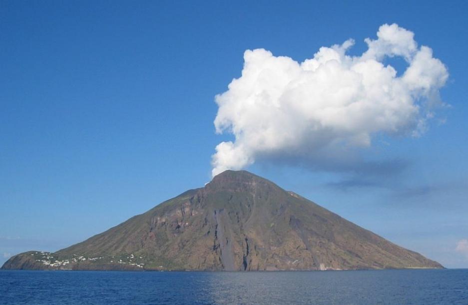 Една жртва во ерупцијата на вулканот Стромболи