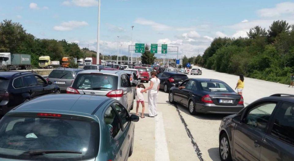И денеска колони за влез во Македонија, се чека и по 4 часа