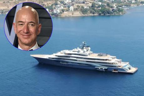 """ВИДЕО: Најбогатиот човек на светот има ѕвер од јахта- Безос плови со својата """"Летечка лисица"""" низ Турција"""