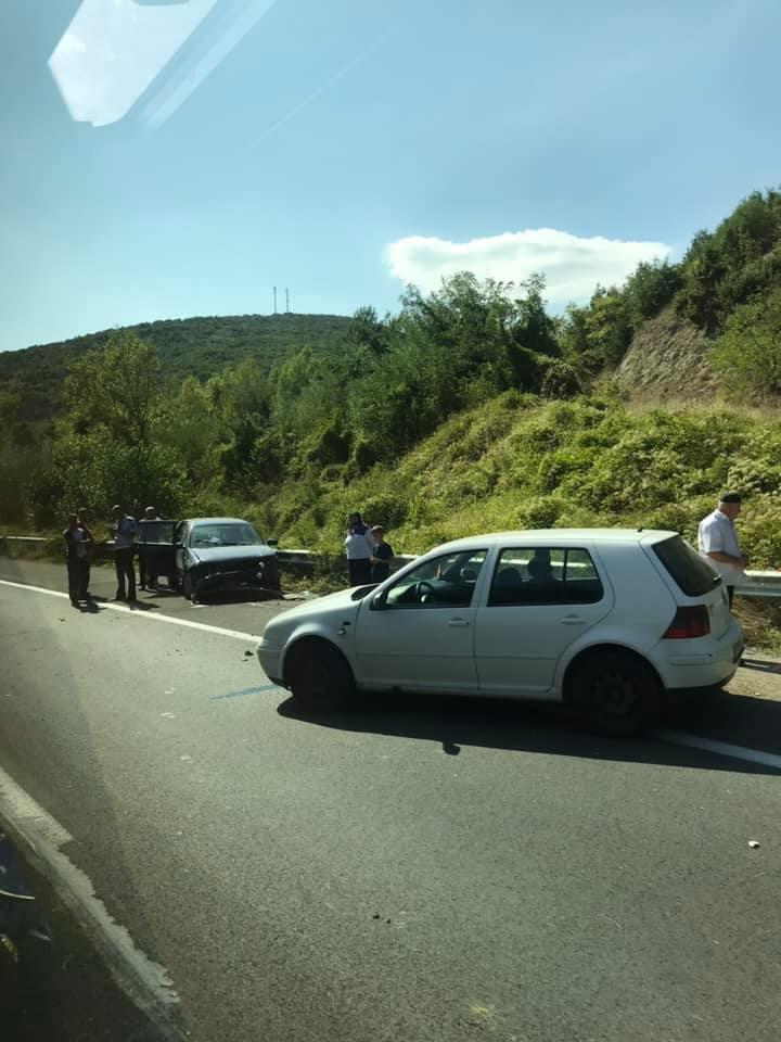 ФОТО: Сообраќајка кај Карпалак- се судрија две возила