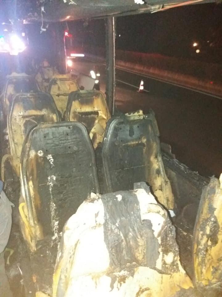 СТРАОТНИ ОСТАТОЦИ: Автобус полн со туристи целосно изгоре на ова туристичко место во Грција (ФОТО)