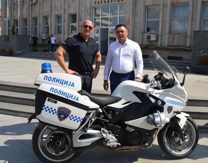 Кожувчанка донираше мотор БМВ на сообраќајната полиција во Кавадарци