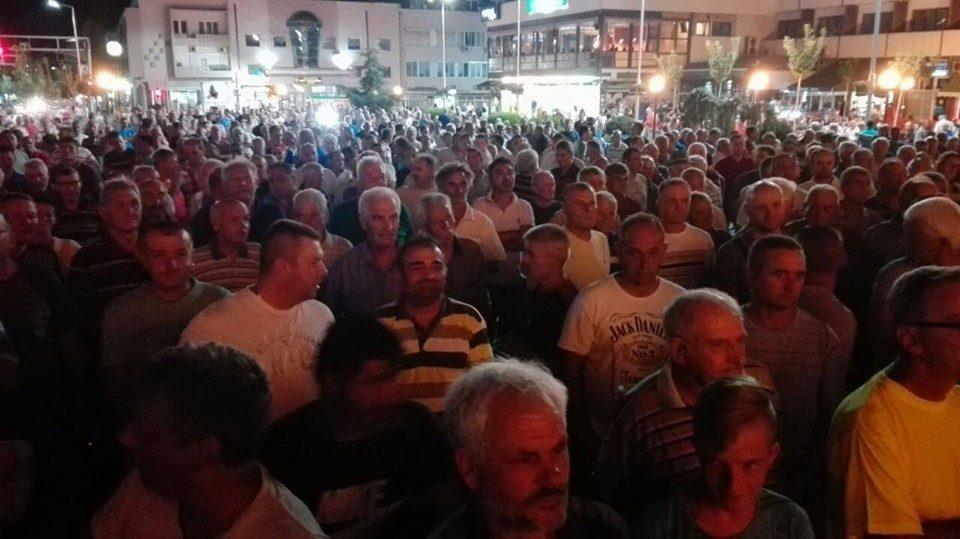 Лозарите во Кавадарци на протест: Ќе згасне ли лозарската приказна?! (ВИДЕО)