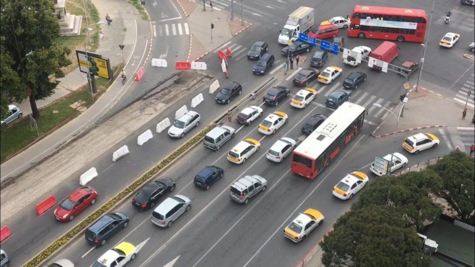 (ВИДЕО) Метеж кај Мавровка поради реконструкција на булеварот кон Бит Пазар