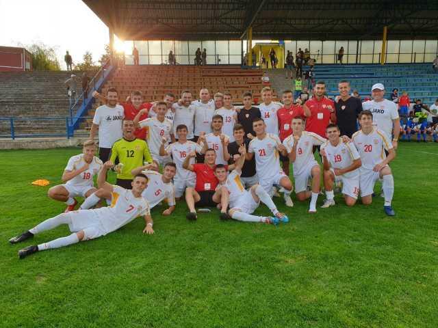 Македонските надежи ја сомлеа Унгарија- со две победи и пораз се враќаат од Чешка