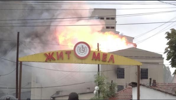 """Пожар во Куманово: Гори објект на поранешниот """"Жито-мел"""""""