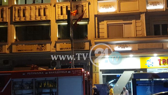 Видео од пожарот во зграда во центарот на Скопје