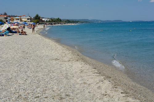 Драма во Грција: Дете извадено од морето без свест- внимавајте на плажите