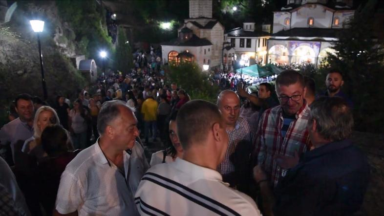 Мицкоски во посета на Крива Паланка и манастирскиот комплекс Св. Јоаким Осоговски- пречекан и поздравен од голем број граѓани (ВИДЕО)