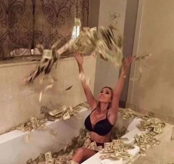 Бришат задници со парите и се бањаат со нив: Светот се згрози од децата на познатите богаташи, од една фотографија ќе ви се згади (ФОТО)