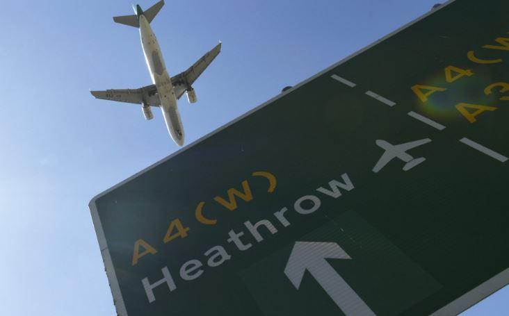 Проблеми во чекирањето на летовите оставија илјадници патници на три лондонски аеродроми