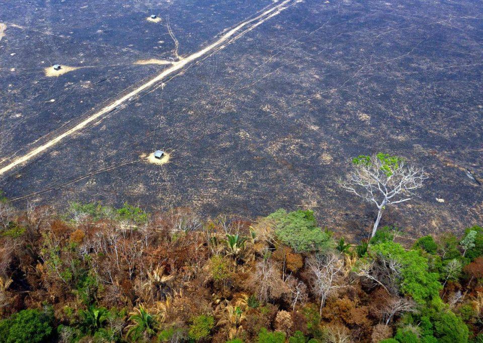 Бразил ја отфрли помошта од Г7 за борба против пожарите во Амазонија