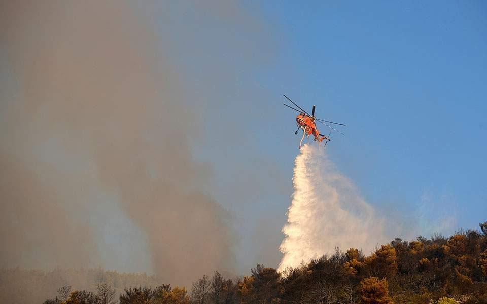 Голем пожар крај Атина, властите наредија евакуација на околни места