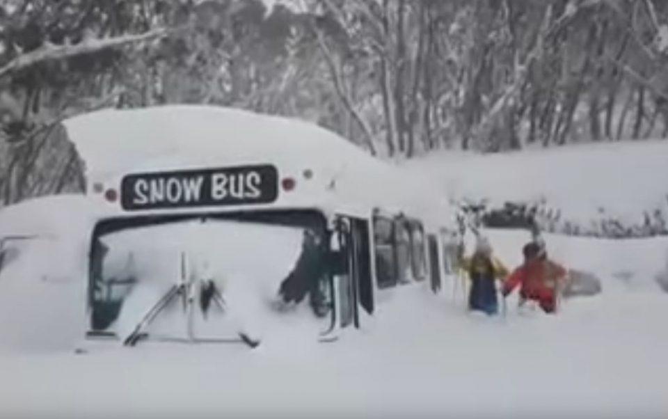 Најлошото допрва следува: Австралија парализирана од снегот и мразот, има и загинати (ВИДЕО)
