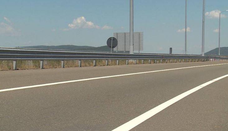 Каде да возите внимателно и каде има градежни работи: Состојба на македонските патишта