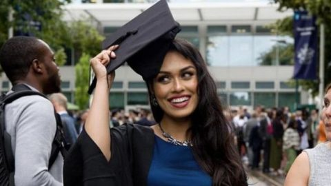 """Новата """"мис на Англија"""" е Индијка, има IQ 146, докторка е на 23 години и зборува пет јазици!"""