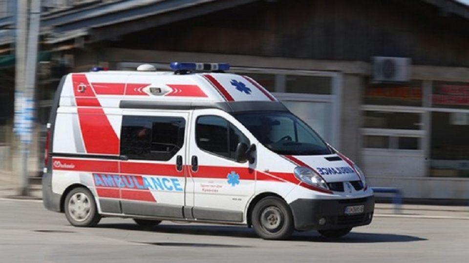 Скопјанец излетал во автомобил, хоспитализиран со тешки повреди