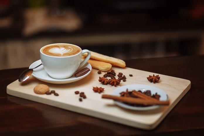 Сакате да ослабнете пиејќи го утринското кафе?