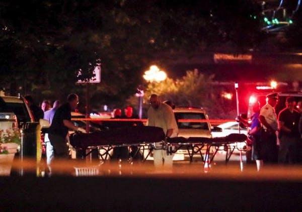 Крвав викенд во САД – во три инциденти убиени 32 лица, пукање и во Чикаго
