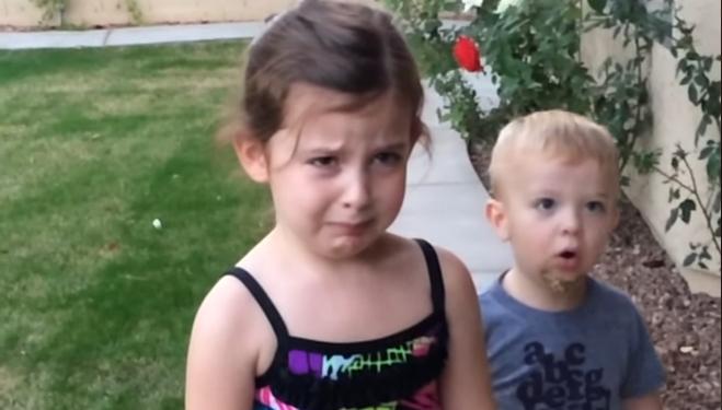 Најслатките солзи и урнебесни реакции: Дечиња дознаваат дека ќе добијат брат или сестра, но тоа воопшто не им се допаѓа (ВИДЕО)