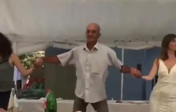 Денот ќе ви започне со смеење: Орото започна, но овој дедо одлучи да игра во свој стил (урнебесно видео)