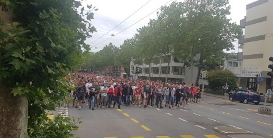 Брутална тепачка: Навивачите на Ѕвезда збеснаа, полицијата во Берн почна да пука (ВИДЕО)