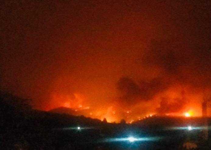 Ставен под контрола шумскиот пожар над скопските села, ќе се догаснува изутрина