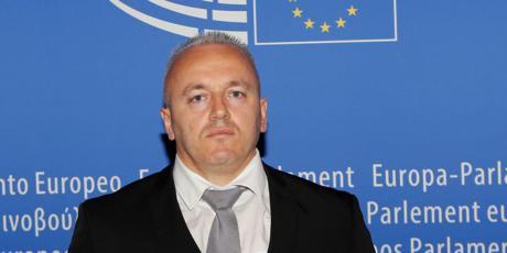 Убиениот албански политичар во Амстердам имал сопствена војска и милиони евра