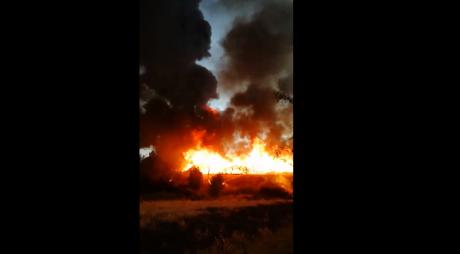 ВИДЕО: Горат железнички прагови во Куманово – 8 пожарникарни возила се борат со пожарот