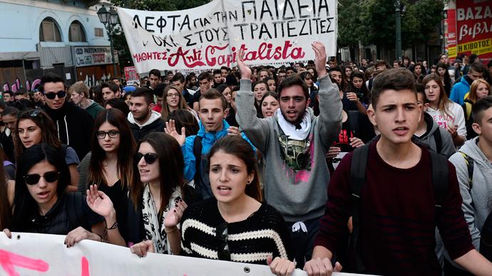 Грчките студенти најавуваат нови протести од септември против укинувањето на студентскиот имунитет