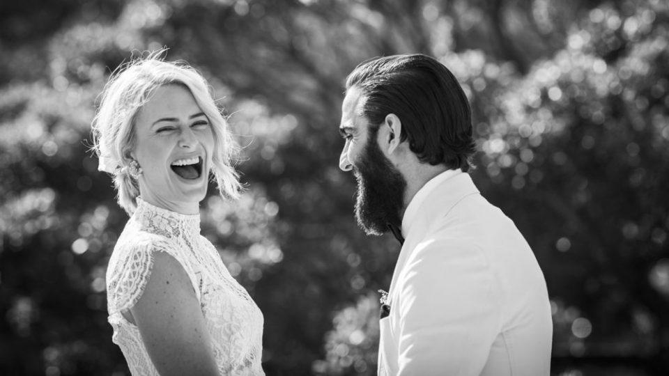 Каква е таа љубов која не прави да се смееш и радуваш?