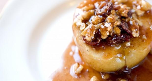 Посен десерт: Полнети јаболка со мед и ореви