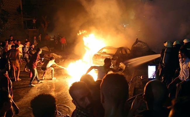 Деветнаесет загинати и 30 повредени во експлозија во Каиро