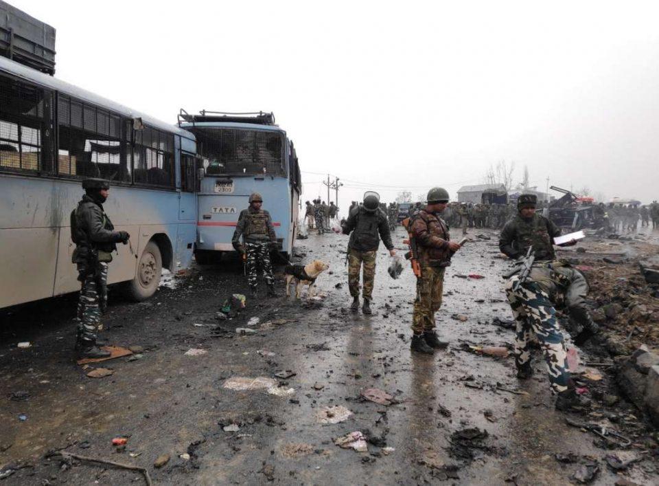 Tуристи, аџии и работници во паника по предупредувањето за можни напади во Кашмир