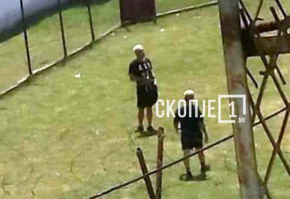 Боки 13 сликан во Шутка по кратки панталони (ФОТО)